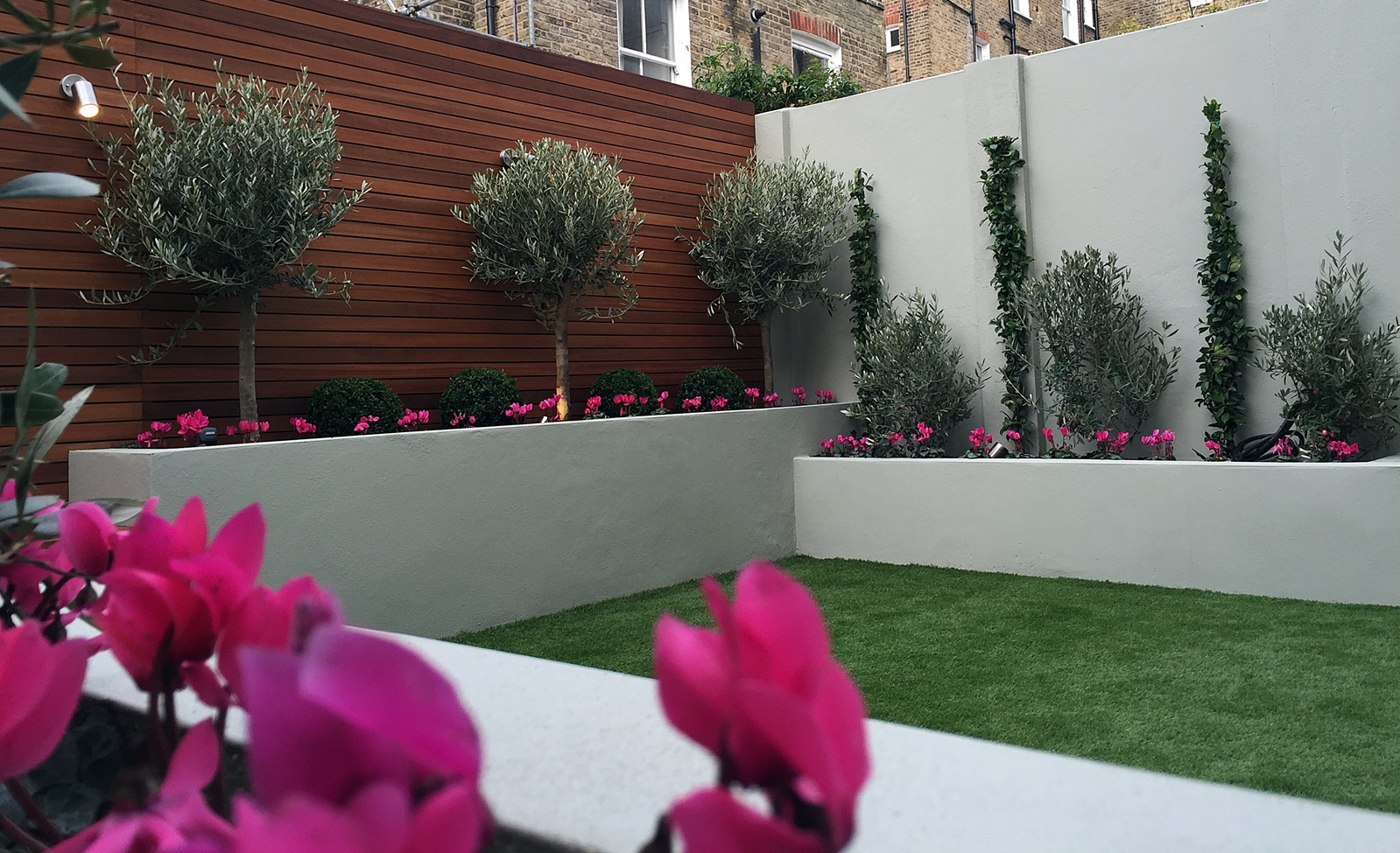 simple modern court yard garden designer battersea fulham chelsea claphm dulwich london