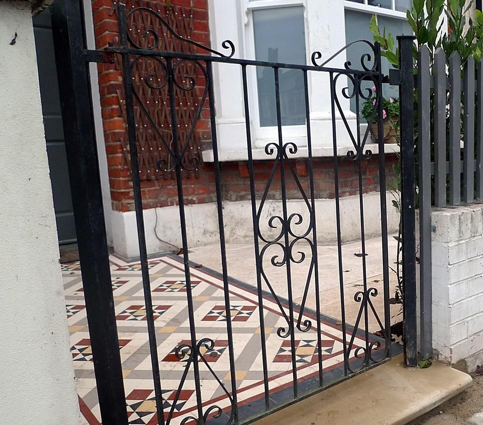 Balham Clapham Front Garden Company render white garden wall trellis York stone London