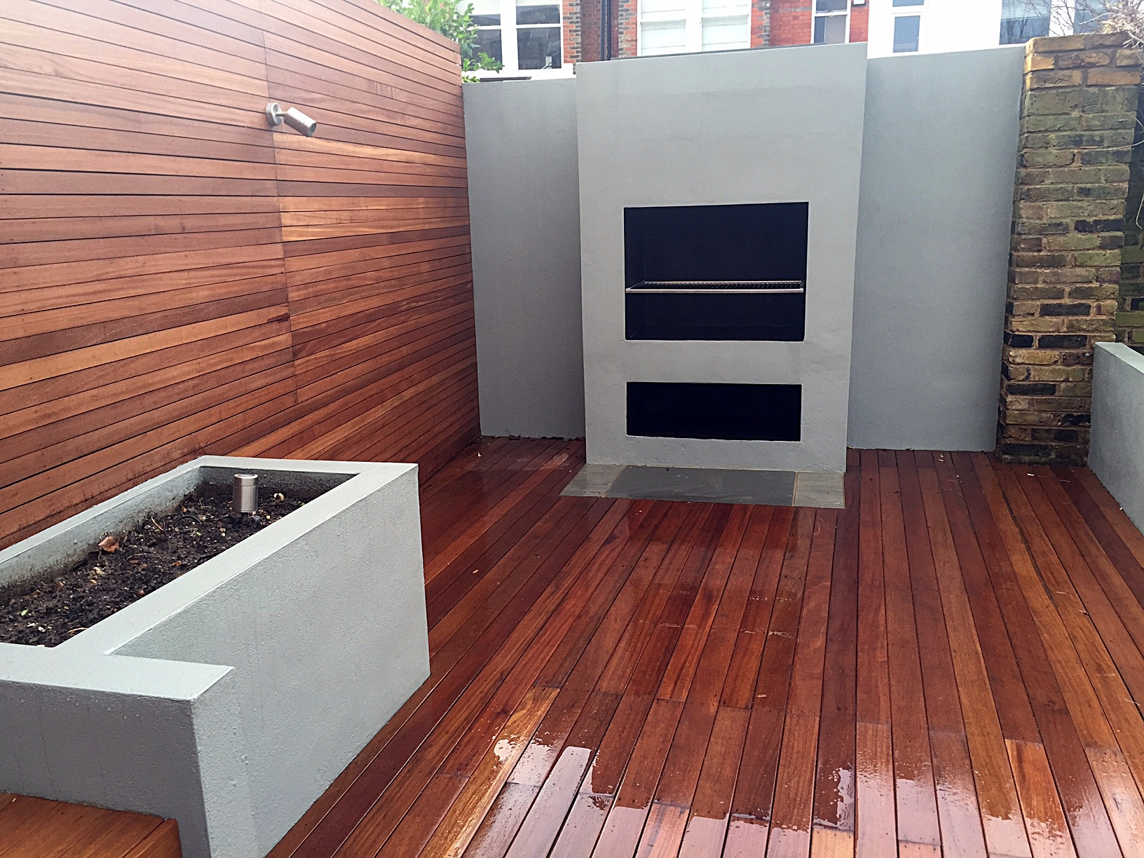 Raised beds hardwood trellis bbq fireplace gray colour brick wall London Battersea Chelsea Putney