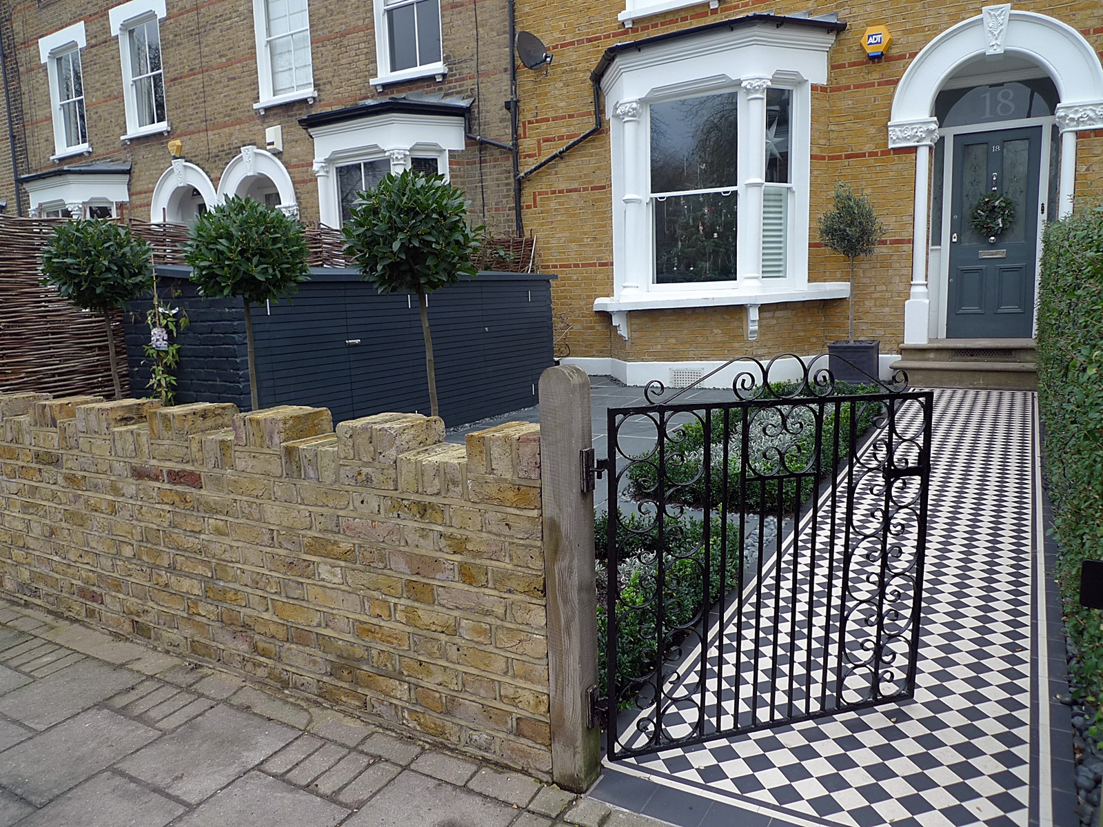 London garden blog london garden blog gardens from for Victorian garden walls designs