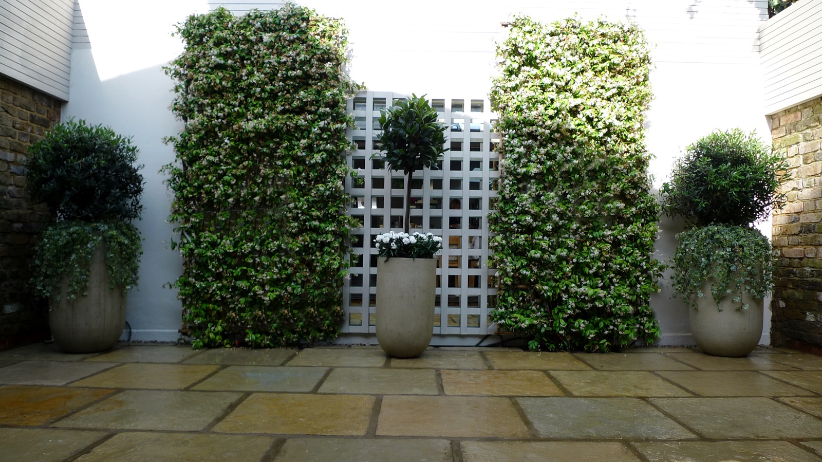 Garden Design Blogs : Courtyard minimalist contemporary garden design and