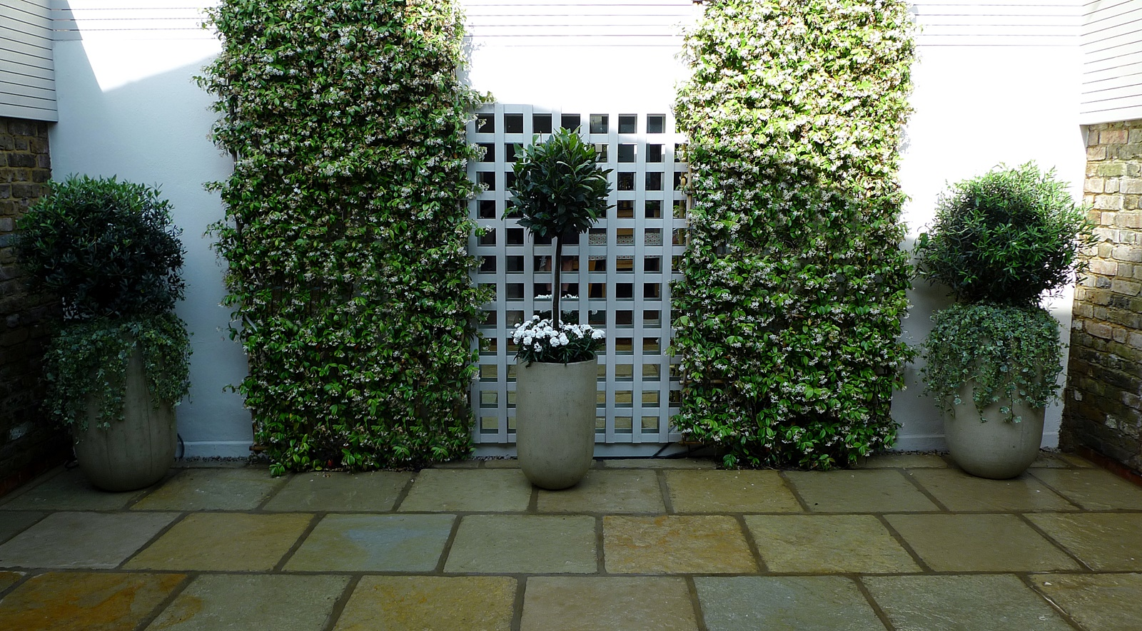 Courtyard minimalist contemporary garden design and designer cheam richmond london