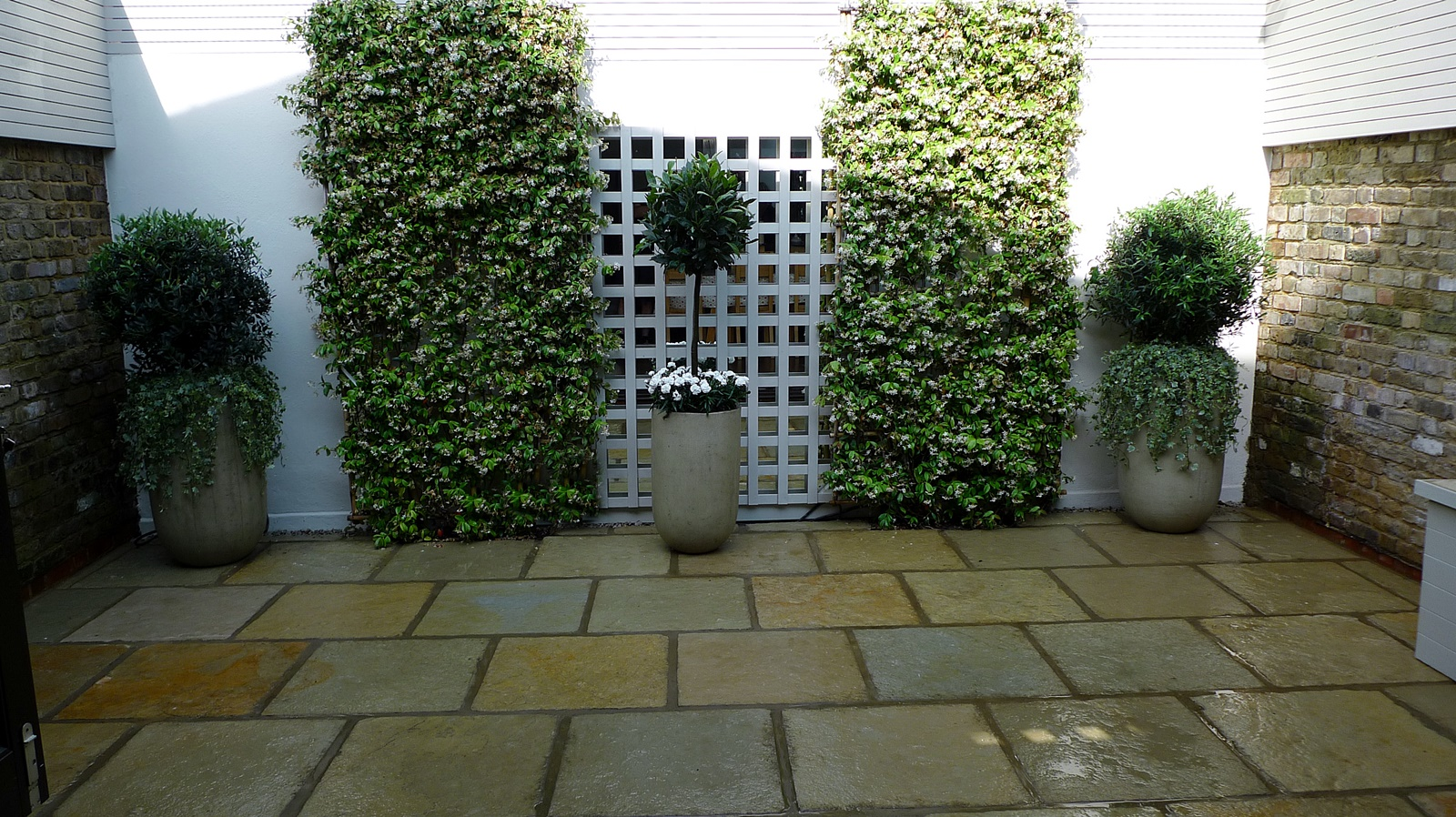 Courtyard minimalist contemporary garden design and designer docklands london