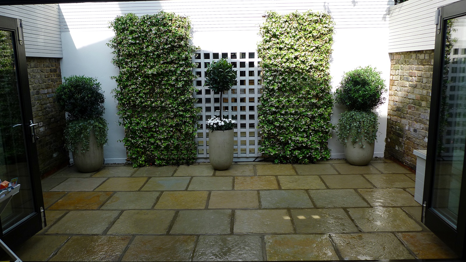 Courtyard minimalist contemporary garden design and designer tower bridge london