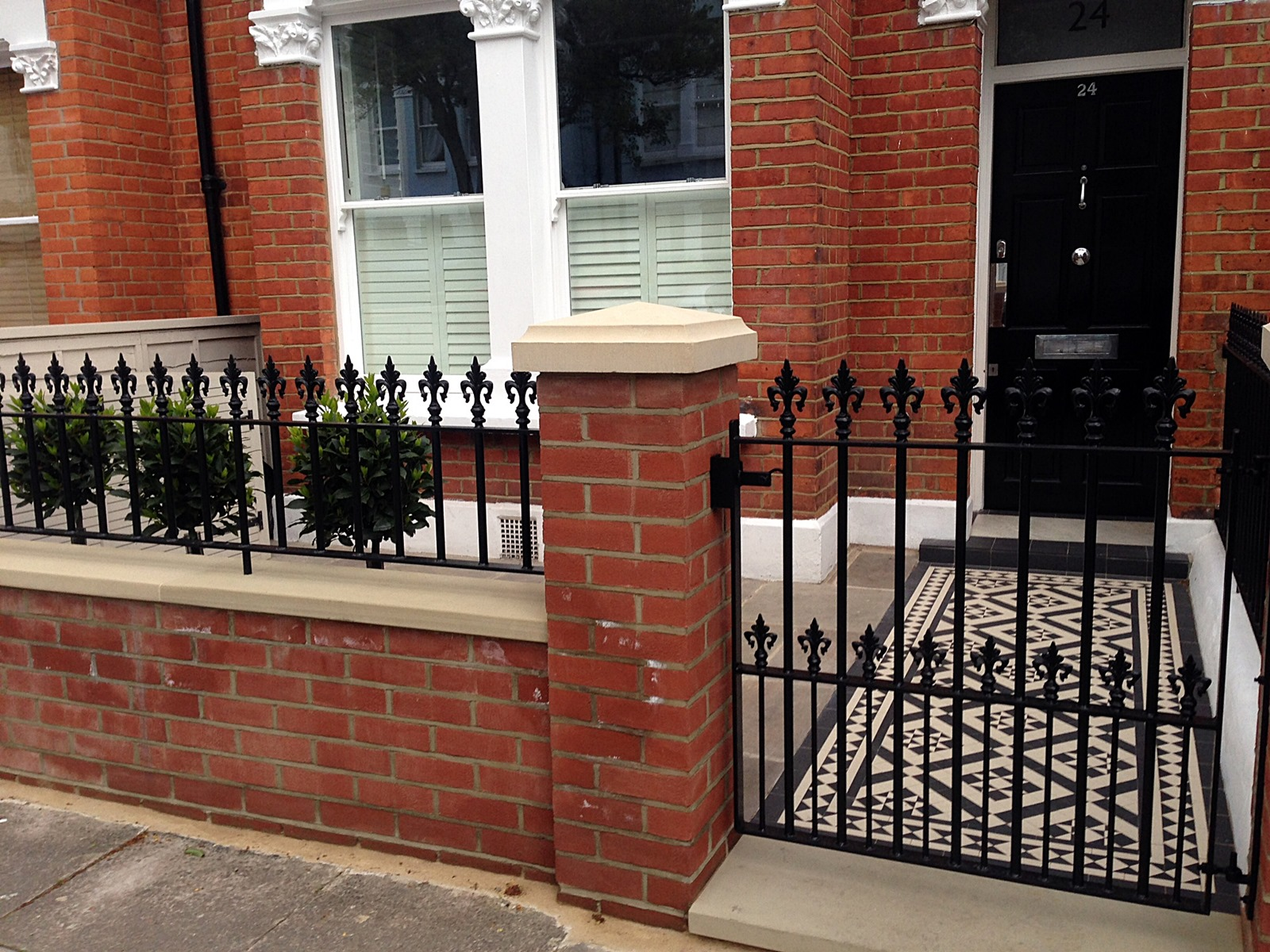 Front garden design london london garden blog for Bricks stone design