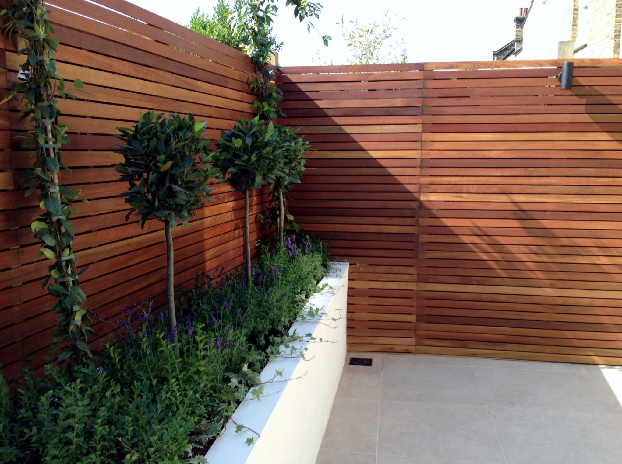 Small modern garden design london garden blog for Low maintenance garden design