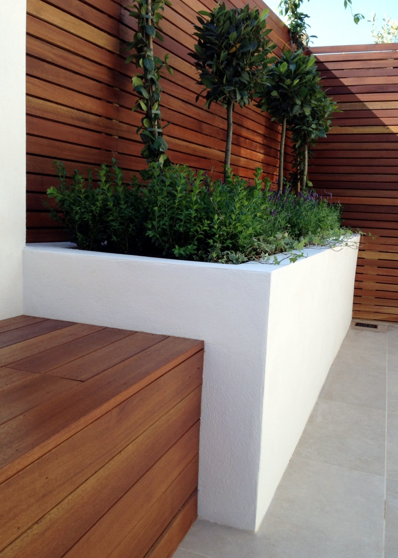 Small modern garden design london