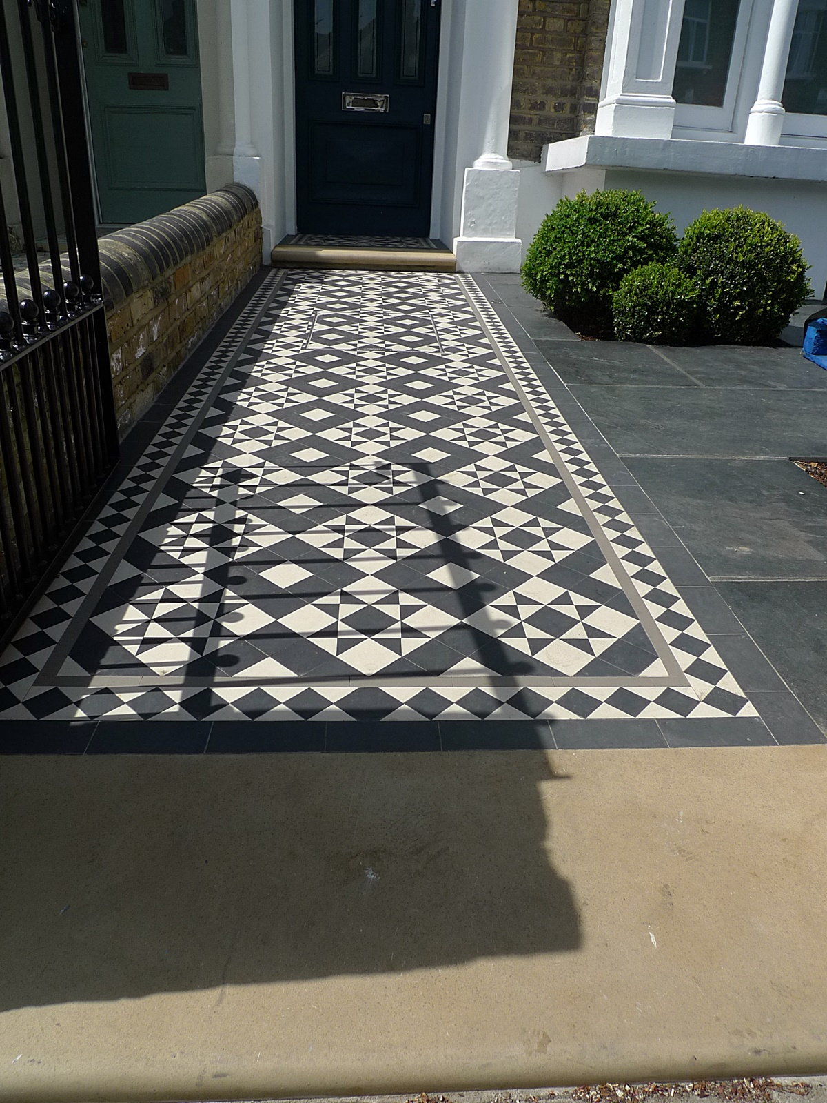 london front garden company victroian black and white mosaic tile path with yorkstone clapham balham  dulwich battersea chelsea fulham putney london