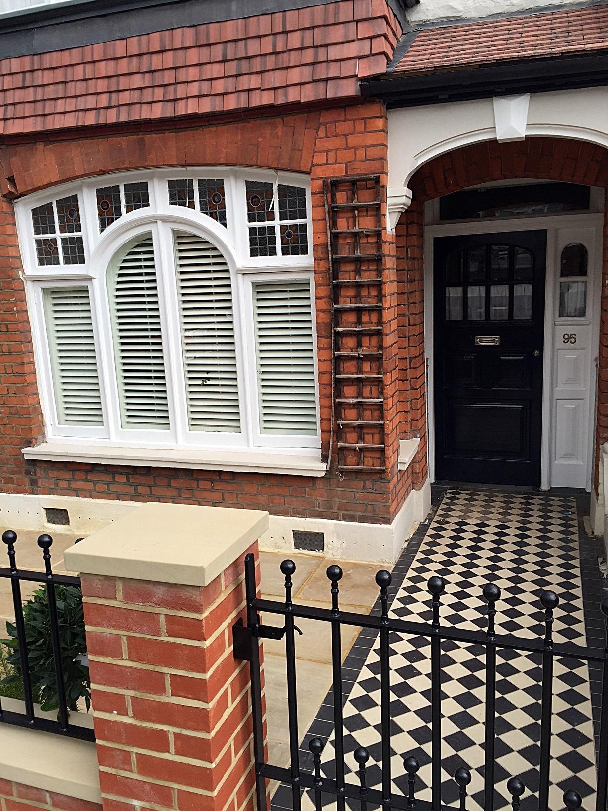 London Victorian Classic Mosaic black white colour brick garden wall wrought gate rails Fulham Chelsea Kensington