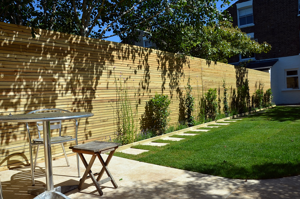 Low maintenance privacy screen easi grass planting steps path London Fulham Chelsea Wandsworth