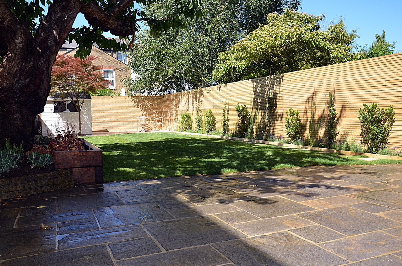 Low maintenance private screen trellis path fake grass London Balham Clapham Wandsworth