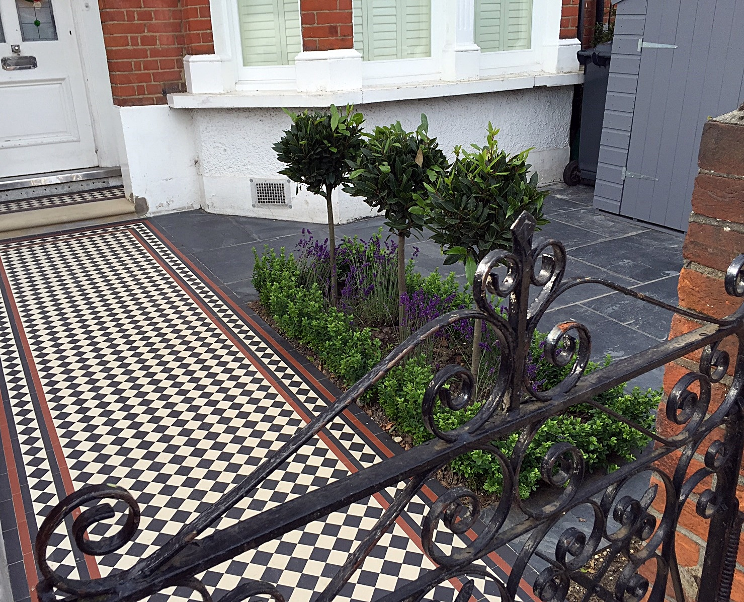 Multi colour front garden mosaic London metal gate rails slate paving grey colour Balham Clapham Wandsworth