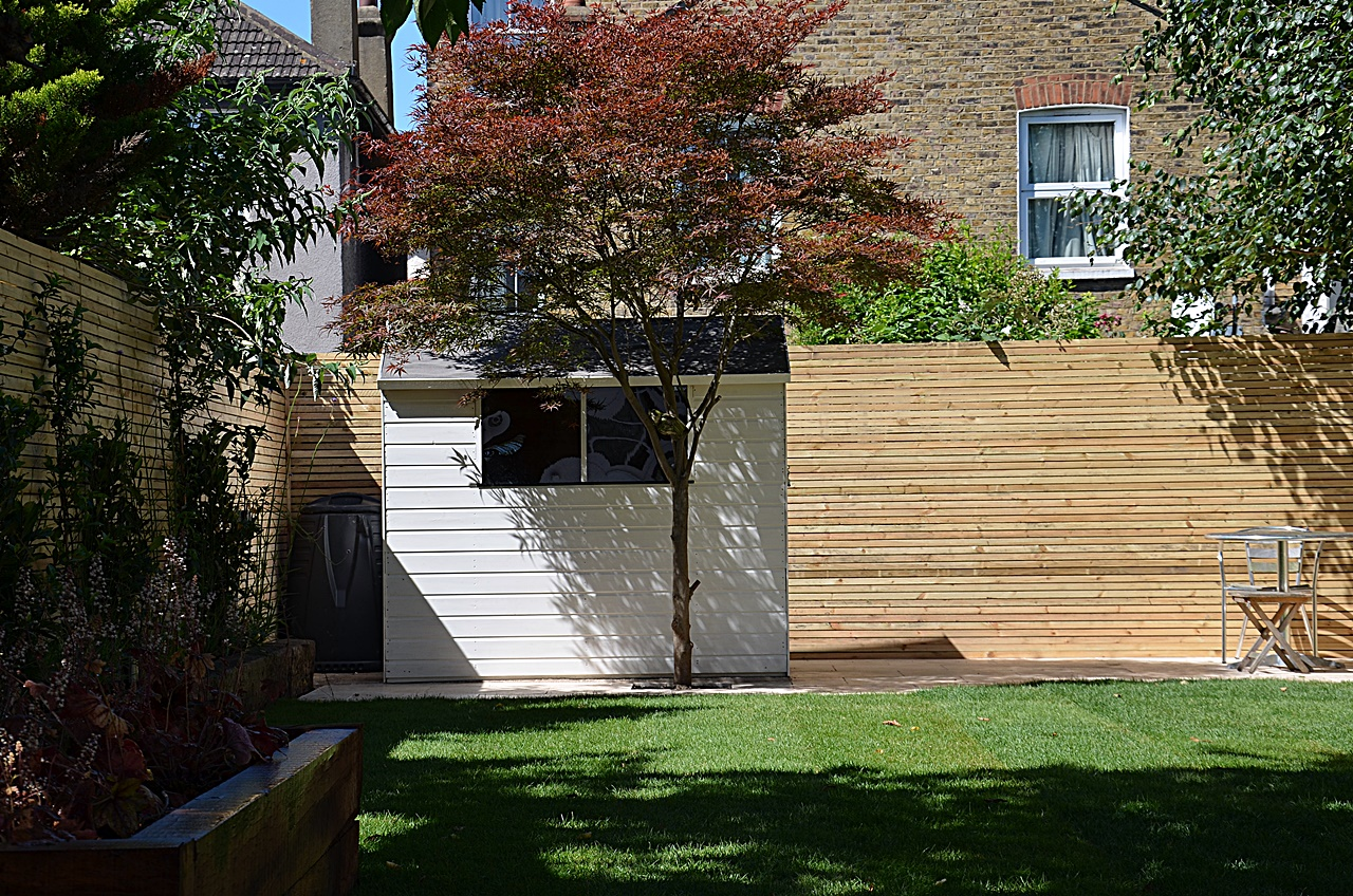 Private screen trellis artificial grass shed planting tile path paving London Chelsea Kensington Wandsworth Fulham