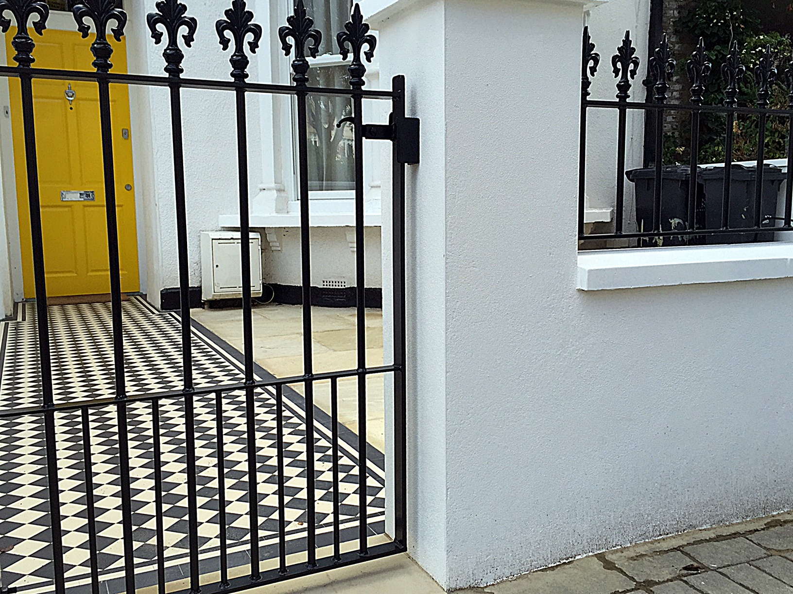 White render wall front garden iron gate rails cap coping low maintenance London Chelsea Fulham Kensington Mayfair