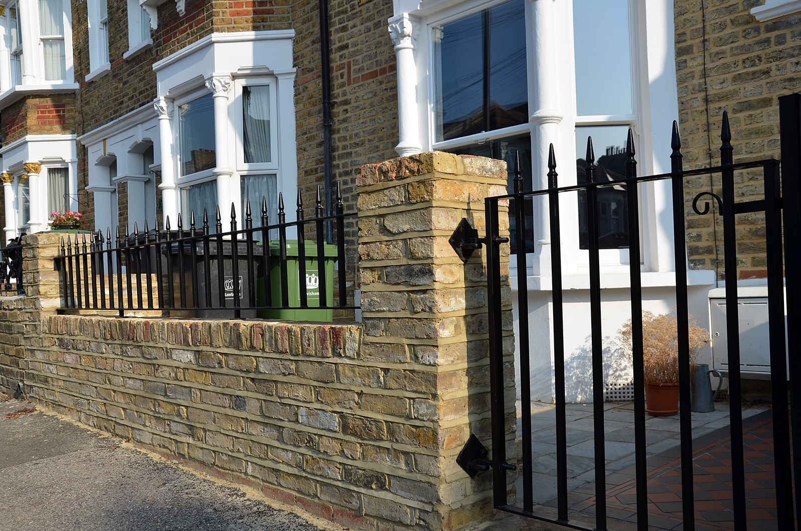 brick-garden-wall-metal-gate-rails-slate-paving-path-tile-london-clapham-balham-wandsworth