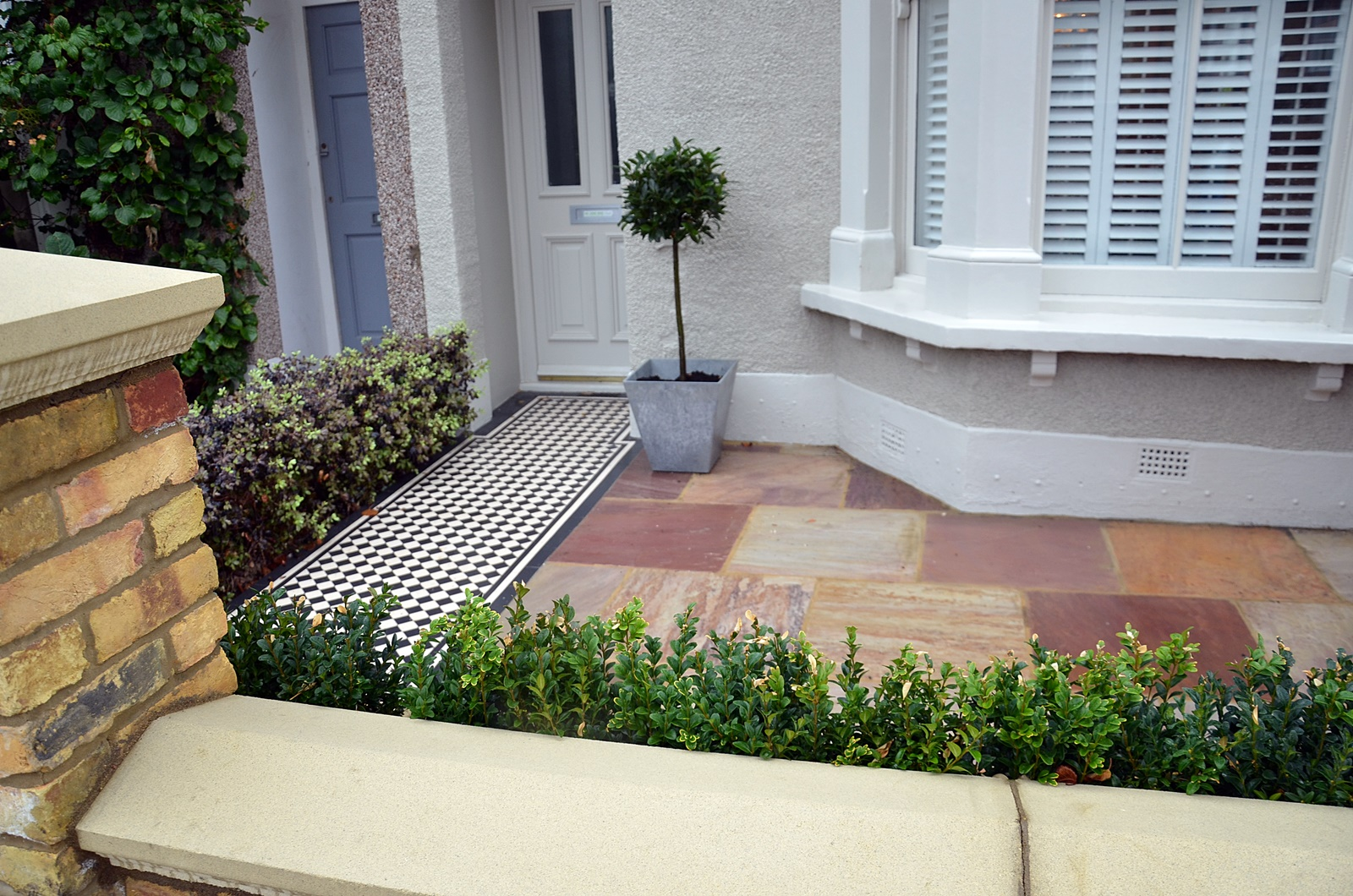 low-maintenance-brick-garden-wall-yellow-stock-path-paving-privacy-screen-london-balham-clapham-wandsworth-streatham