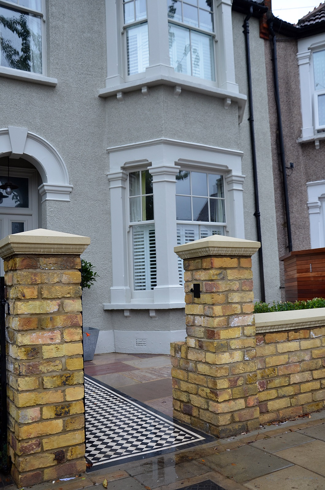 low-maintenance-brick-wall-yellow-stock-iron-gate-rails-london-balham-clapham-wandsworth-earsfield