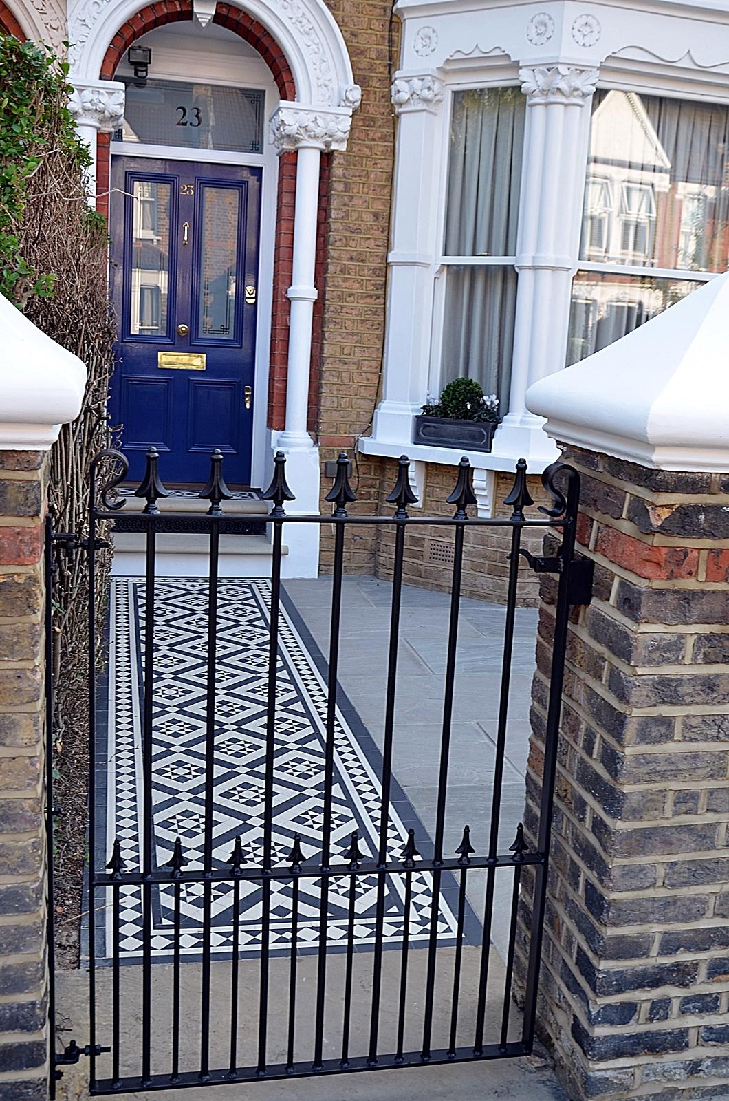 metal-gate-rail-brick-garden-wall-path-paving-cap-coping-white-london-fulham-chelsea-mayfair-wandsworth