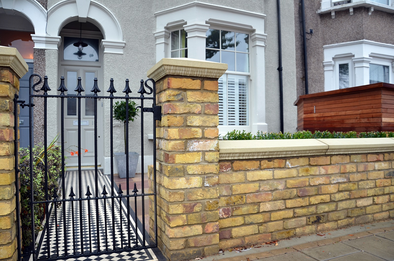 metal-gate-rails-imperial-brick-wall-cap-coping-paving-path-planting-london-clapham-balham-wandsworth-streatham
