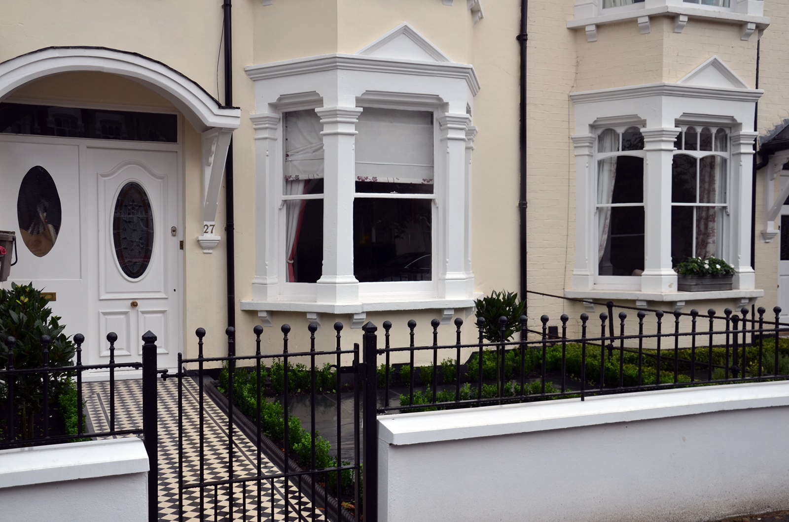 planting-trees-render-garden-wall-white-painting-balham-clapham-wandsworth-chelsea