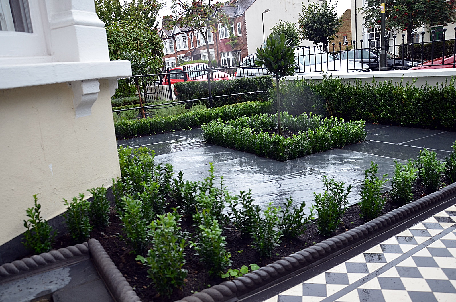 trees-planting-slate-paving-black-white-mosaic-modern-design-london-clapham-fulham-chelsea-wandsworth