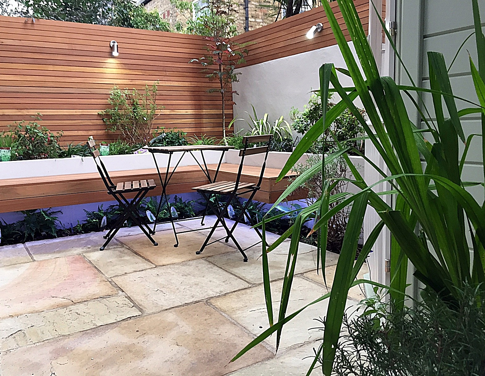 low-maintenance-privacy-screen-paving-tile-trellis-planting-lighting-london-fulham-chelsea-mayfair