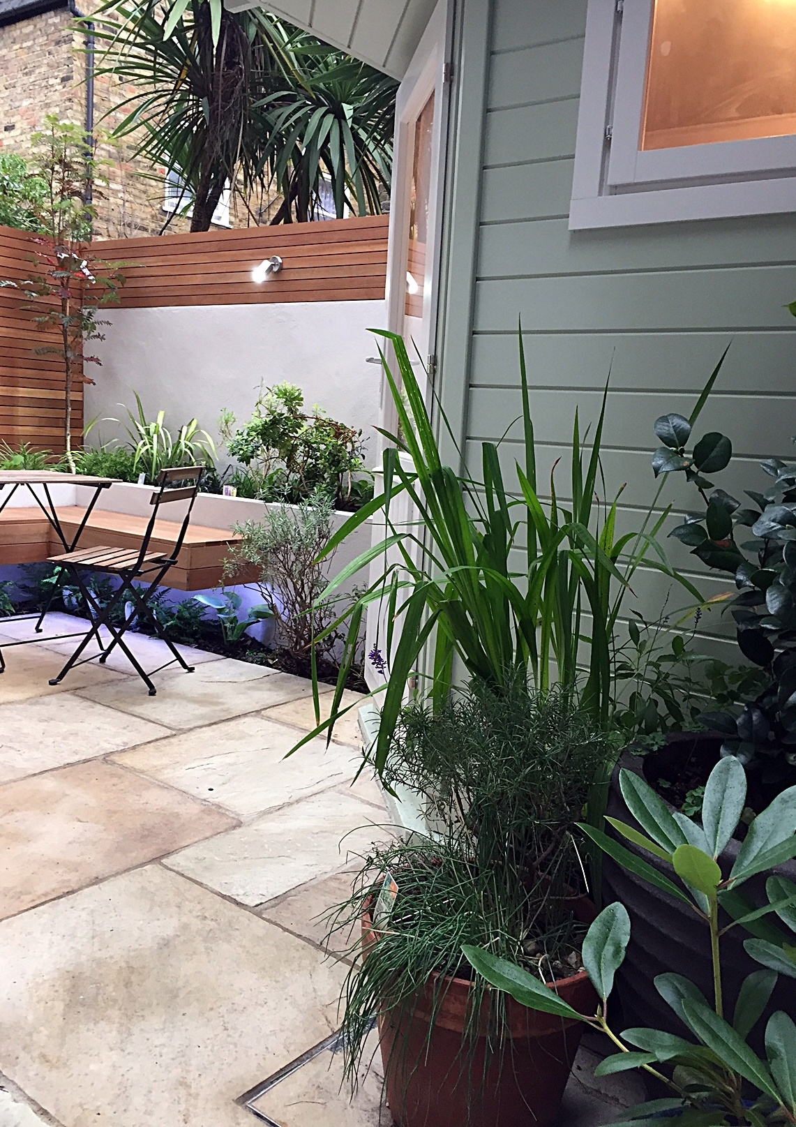 planting-lighting-paving-tile-path-hardwood-privacy-screen-low-maintenance-painting-white-london-balham-clapham-wandsworth