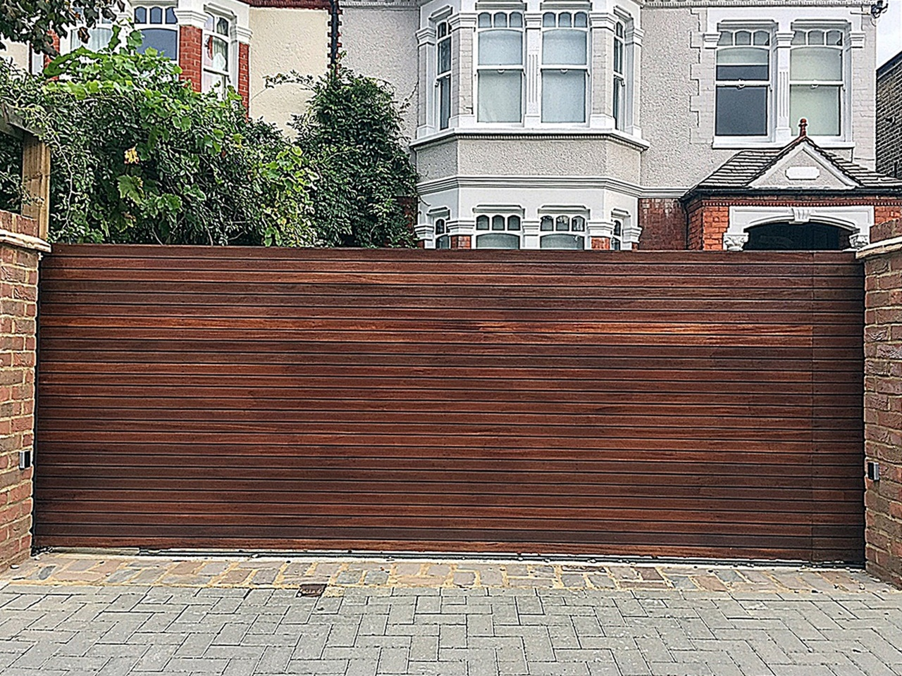 wood-front-garden-gate-fencing-london-chelsea-fulham-kensington