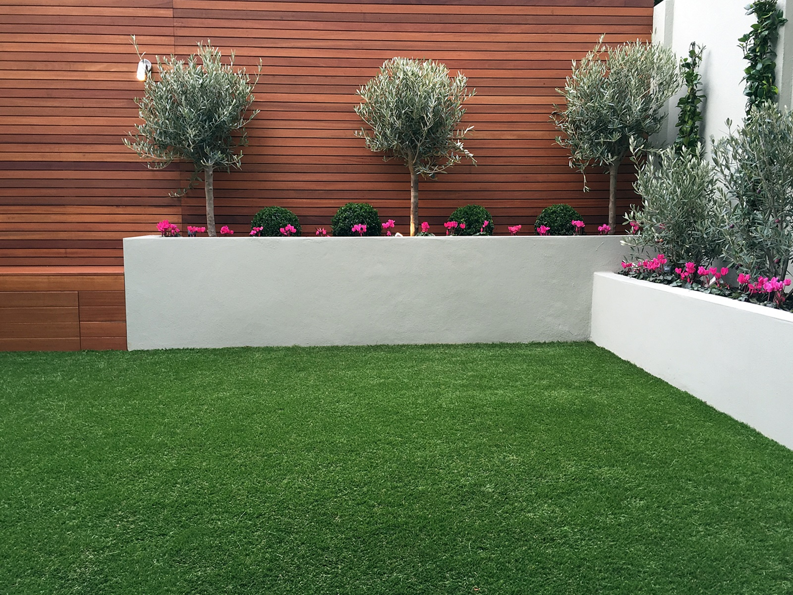 Raised grey beds topiary hardwood horizontal privacy for Horizontal garden screening