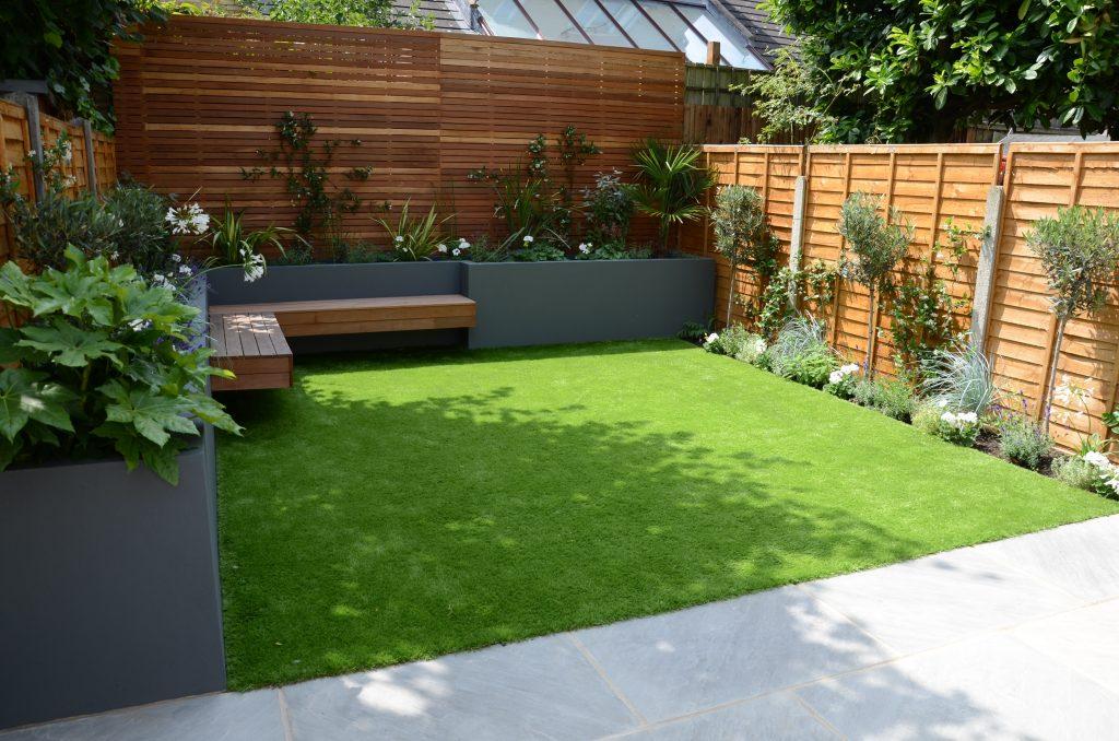 small garden design fake grass low mainteance contempoary ...