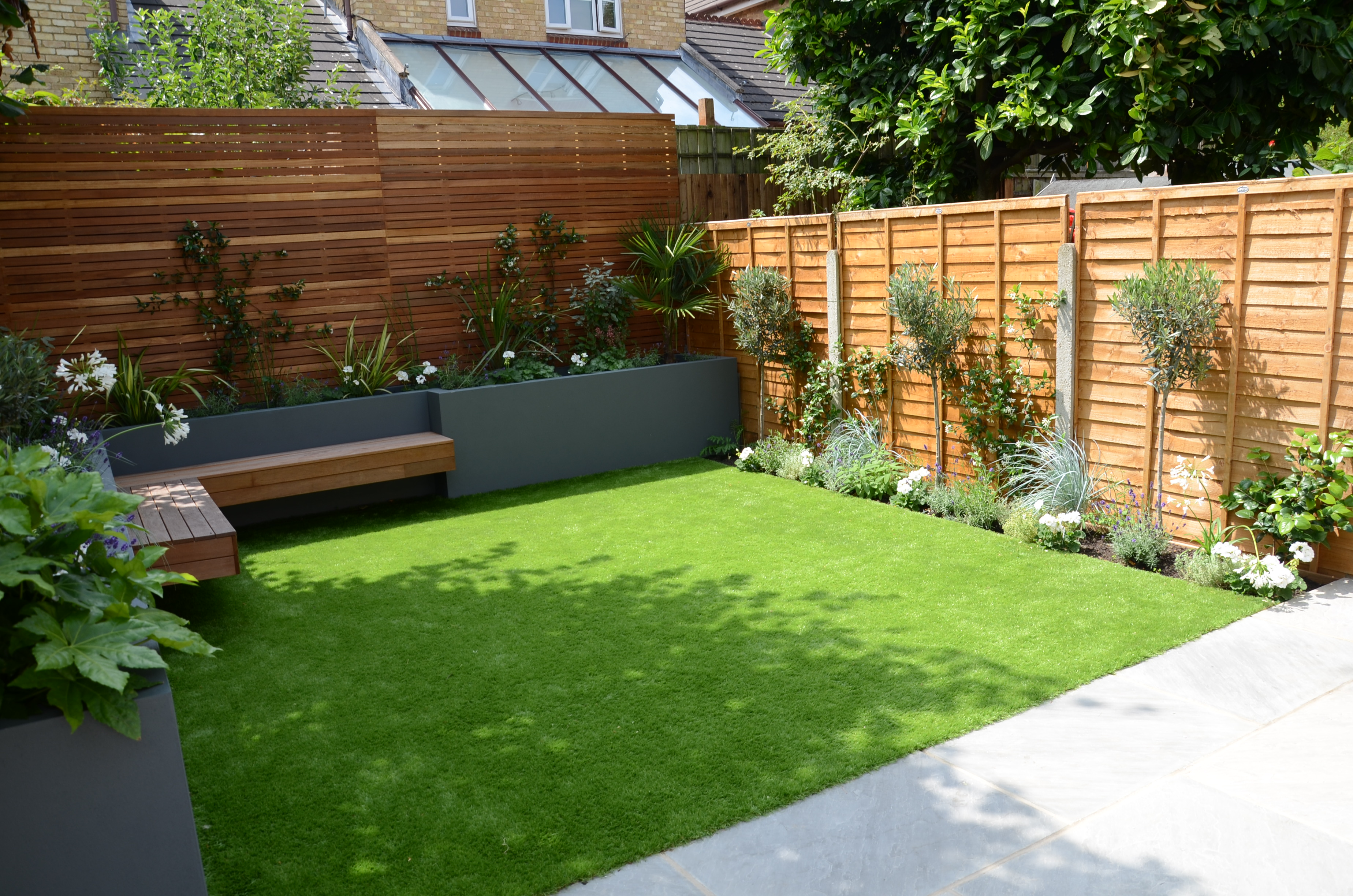 Small garden design fake grass low mainteance contempoary for Grass garden designs